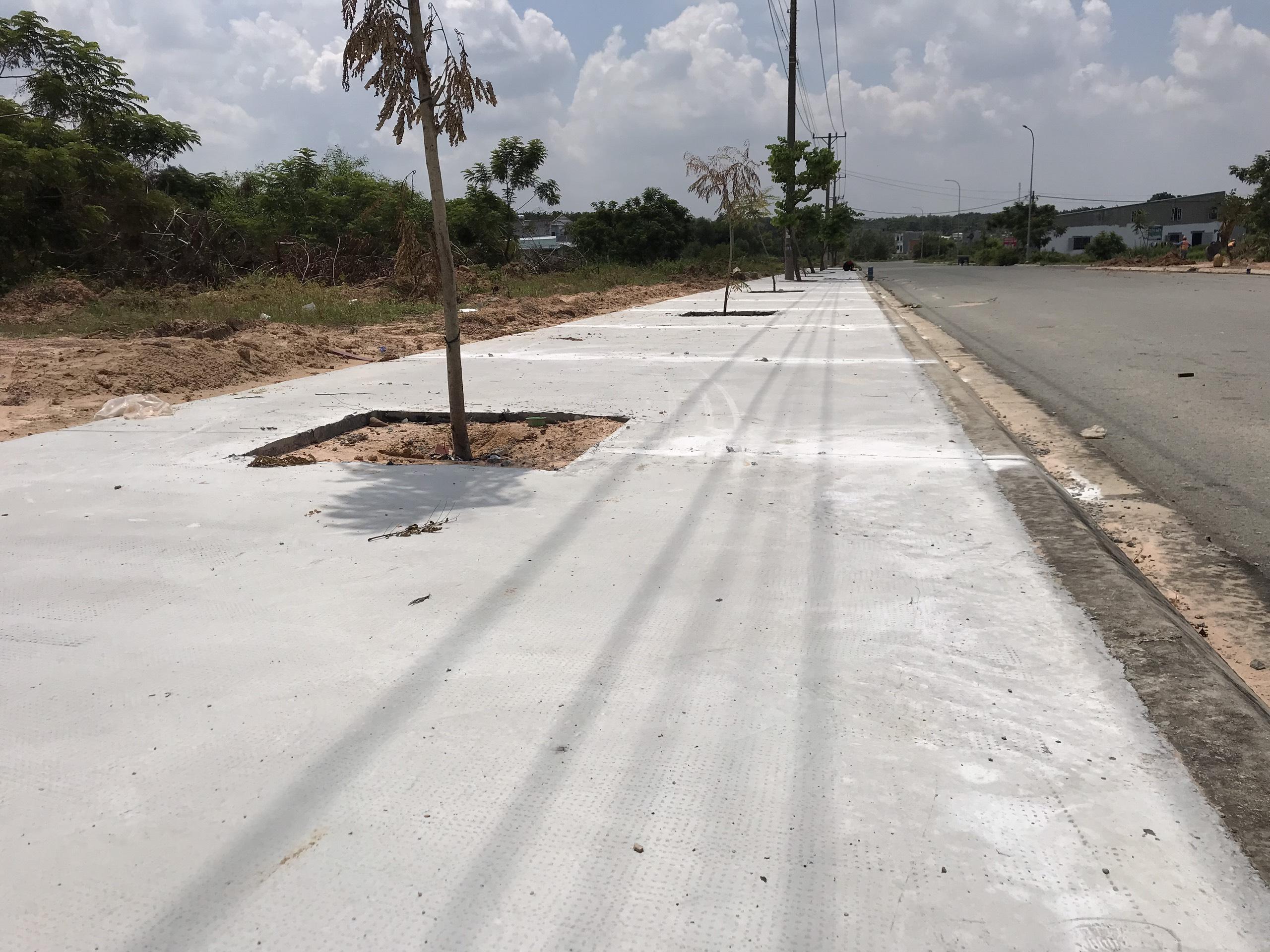 Thi công bê tông vỉa hè khu tái định cư ấp 04 Vĩnh Tân  tại VSIP II-A (gói 02)